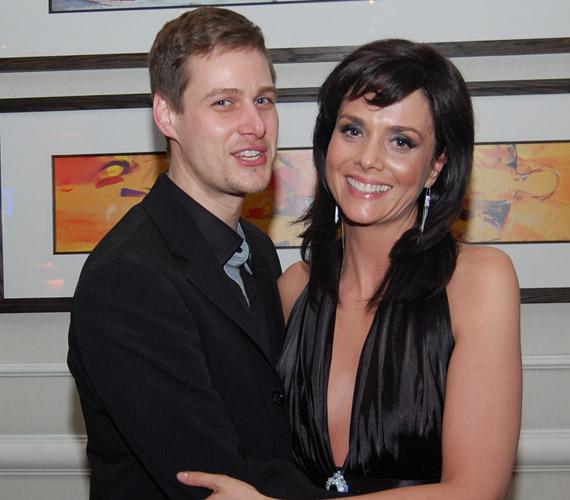 Az RTL Klub napi sorozatának, a Barátok köztnek köszönheti szerelmét Kinizsi Ottó és Deutsch Anita. 2004 nyarán házasodtak össze, két kislányuk született.