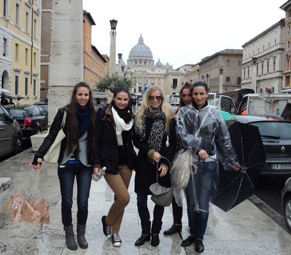 Iszak Eszter barátnőivel látogatott el az olasz fővárosba.