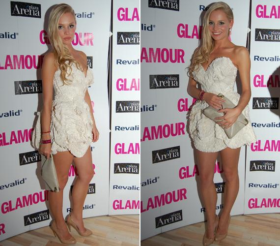 A Glamour-gálán - mint a legjobb műsorvezető kategória jelöltje - egy apró fodrokból csavart, fehér minit viselt, amely kiemelte az egykori modell hosszú lábait és a dekoltázsát.