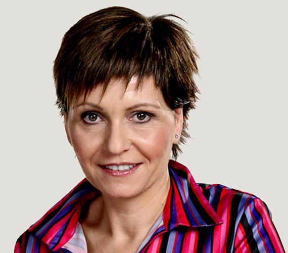 Kálmán Olga, az ATV műsorvezetője 2008-ban 17 éves lánya mellé 40 évesen szült egy kisfiút, Marcit.