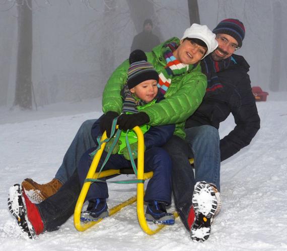 Vágó Piros a fiúkkal ellentétben a tél szerelmese, így igyekszik ilyenkor is minél több időt tölteni a szabadban. Kisfia, Zalán is rajong a teli programokért.