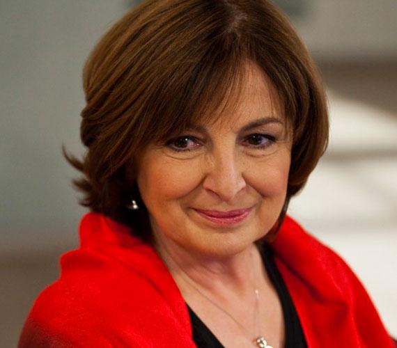 A 62 éves Endrei Judit egykori bemondó, szerkesztő-műsorvezető két lánynak adott életet. Nóra 1991-ben, Laura 1994-ben született. A második gyerekvállalásnál 41 éves volt.