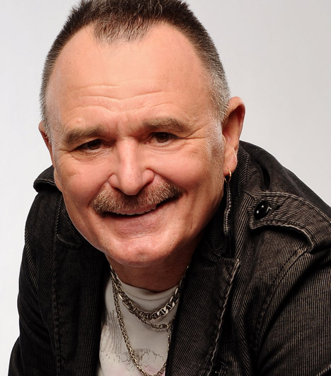 Nagy Feró  A Nemzet csótányaként is emlegetett Nagy Feró a Beatricével robbant be a magyar zenei életbe, az X-Fantor mentori székéből pedig az énekesjelölteket segítette. 1964. január 14-én született.