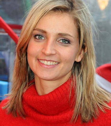 Novodomszky Éva  Novodomszky Éva mosolygós arcát a tévénézők az MTV-n láthatják már több mint tíz éve - pedig a csinos műsorvezető eredetileg tanárnak készült. 1974. január 19-én született.  Kapcsolódó sztárlexikon: Ilyen volt, ilyen lett: Novodomszky Éva »