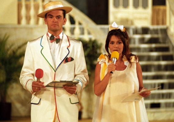 A Magyarországon először 1993-ban sugárzott Játék határok nélkül első műsorvezetője Geszler Dorottya volt, akihez a következő évben csatlakozott Gundel Takács Gábor, és máris feldobta a műsor hangulatát.