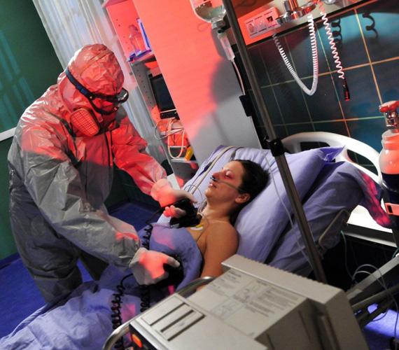 A Csillagvirág klinikára nemrég visszatért Szigeti doktor afrikai vírusának gyilkos mutációja egy apró hiba folytán kiszabadul, így karantén alá kerül a kórház.