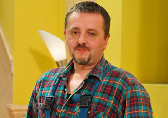 A Száraz Emilt alakító Benkő Géza maga kérte, hogy négy és fél év után kiszállhasson, ő szeptemberben szerepelt utoljára a képernyőn.