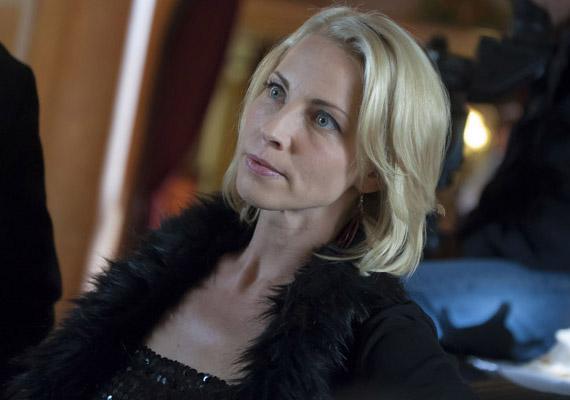 Szaksz Gabi 2014 májusában ment be az utolsó forgatási napjára. A Tímár Zsanettet alakító színésznő négy év után intett búcsút a kollégáinak, de nem kellett sokáig nélkülözniük, szeptemberben visszamehetett forgatni, mert karakterét visszaírták a történetbe.