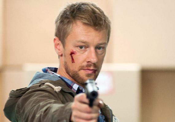 Száraz Dénest Tamás atyaként 2012 májusában már kiírták a sorozatból, de a rajongók nyomására a bűnöző Varga Balázs bőrében visszatért a képernyőre. 2014 júliusában láthatták utoljára a nézők, egy lövöldözésben életét vesztette. Négy évig játszott a sorozatban.