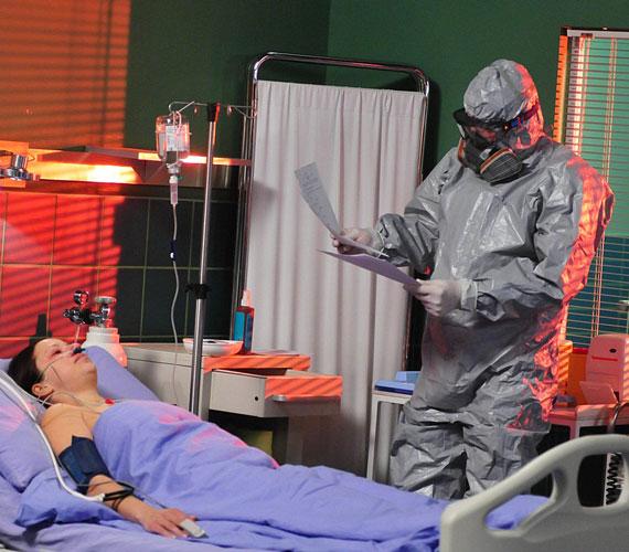 Nem mindennapi izgalmakkal ért véget a nyár elején a Jóban Rosszban története. A kórház karantén alá került egy elszabadult afrikai vírus miatt, Rolandot pedig hasba lőtték.