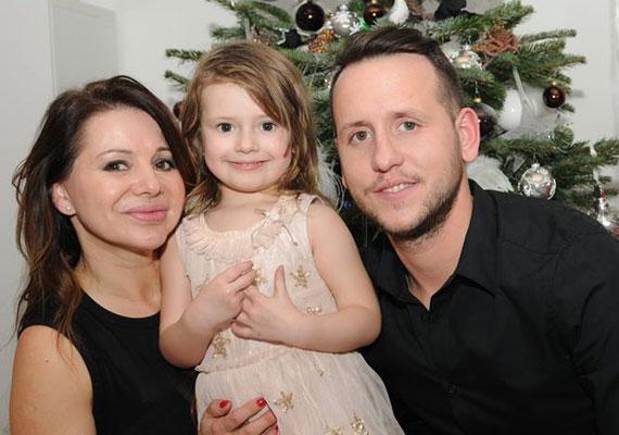 A 41 éves énekesnő 2011-ben hét hónapos terhesen állt oltár elé 12 évvel fiatalabb kedvesével, Balázzsal, majd életet adott kislányának, Majának.