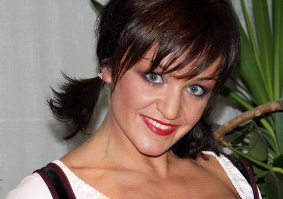 Szandi énekesnői karrierje már kislánykorában beindult - de a magánéletben is megtalálta a számításait: három tündéri gyerkőc édesanyja.