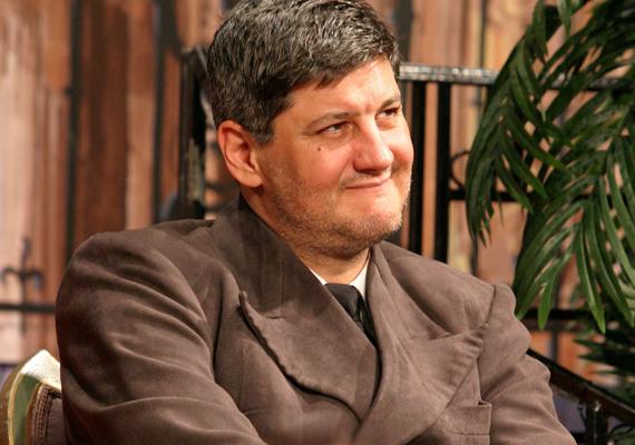 Kárász Zénó, akit a Família Kft. Ádámjaként, később pedig színpadi karakterszínészként ismertek meg az emberek, július 16-án ünnepelte 42. születésnapját.