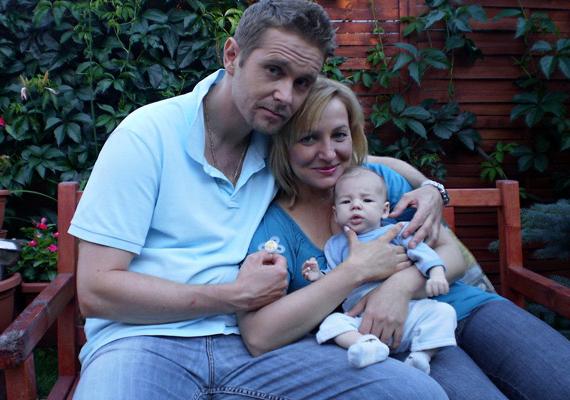 A Jóban Rosszban nyomozója civilben boldog családapa - felesége Urbán Andrea színésznő, kisfiuk 2009-ben született. Bozsó Péter 1973. július 17-én látta meg a napvilágot.