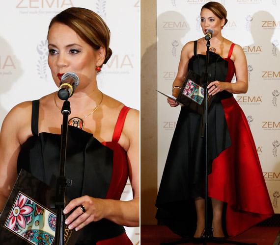 Az est háziasszonya Csisztu Zsuzsa műsorvezető volt, aki egy piros-fekete, aszimmetrikus alkalmi ruhát viselt.
