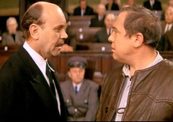 Részlet az 1969-es A tanú című filmből, amelynek forgatása során a színész 44 esztendős volt. A széles vásznú alkotást azonban csak tíz évvel később engedték bemutatni Magyarországon.