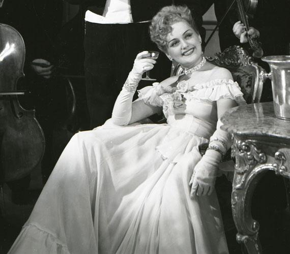 Németh Marika, aki 70 évesen 1996. február 26-én hunyt el legnagyobb sikereit Kálmán Imre operettjeiben aratta: volt Szilvia a Csárdáskirálynőben, címszereplő a Marica grófnőben, Fedóra A cirkuszhercegnőben. Lehár Ferenc számos operettjében is felejthetetlen alakítást nyújtott.