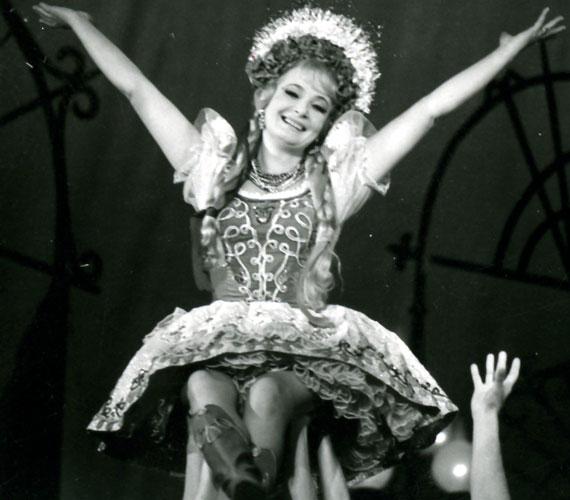 A 2001-ben, 72 évesen elhunyt Petress Zsuzsa 1949-ben végezte el a Színiakadémiát, de a Fővárosi Operettszínház már utolsó éves korában szerződtette. A Csárdáskirálynőben Szilvia és Cecília szerepét is elénekelte, láthatta a közönség A víg özvegyben vagy a Luxemburg grófjában is.