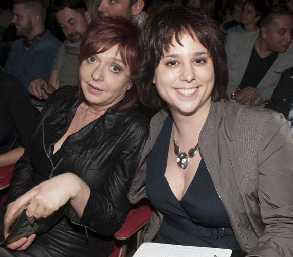 Hernádi Judit színésznő és Tarján Pál operaénekes lánya, Tarján Zsófia jelentkezett az X-Faktorba, de nem került be a döntőbe, az M1 A Dal című műsorában viszont idén nagyon sikeresen szerepelt zenekarával, a HoneyBeasttel.