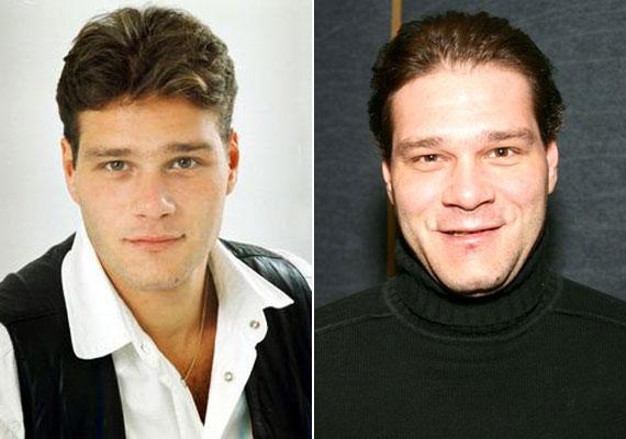 Selmeczi Roland 2008. január 30-án szintén autóbalesetben halt meg. A 39 éves színész egy színházi próbáról hazafelé tartva lesodródott az M5-ös autópályáról. Súlyos sérüléseket szenvedett, a balesetet nem élte túl.