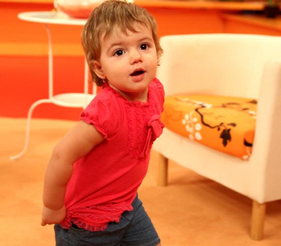 A másfél éves Lilla temperamentumát remekül jellemzi családi beceneve - édesapja csak kis Terminátornak hívja örökmozgó kislányát.