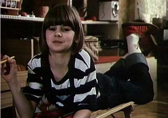 Aki a '80-as években volt gyerek, biztosan emlékszik a Csepke című sorozatra. A Magyar Televízióban 1986-ig futott az az ifjúsági pantomimsorozat, amelynek főszereplője Karsai Veronika volt. Nézd meg, mi lett vele és más híres gyerekszínészekkel »
