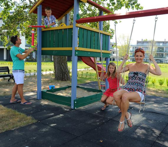 Az ötcsillagos nyaralókomplexum olyan volt, mint egy kis falu, összetartó lakóközösséggel és játszótérrel.