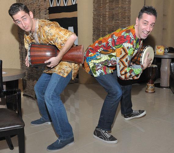 Hogy a hosszú hétvége alatt ne legyenek elvonási tüneteik tánc nélkül, Boubo, a szálloda szenegáli londinere meglepetésként néhány afrikai táncot tanított meg a triumvirátusnak. A két férfi azt is kipróbálta, milyen djembén játszani.