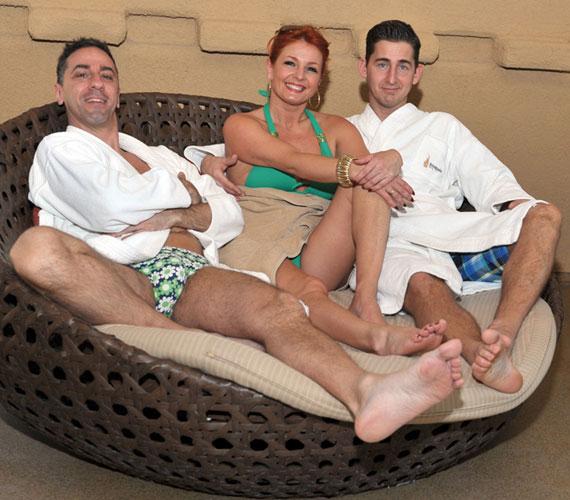 A közös programokon Keleti Andrea férje, Kovács Zoltán is részt vesz, de persze egyáltalán nem azért, mert féltékeny lenne kedvesére: ő is nagyon kedveli Csonka Andrást.