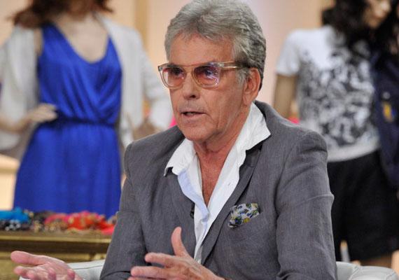 Ernyey Béla színész 67 éves volt, amikor 2009-ben oltár elé állt a nála 38 évvel fiatalabb jogásznővel, dr. Balaton Dórával.