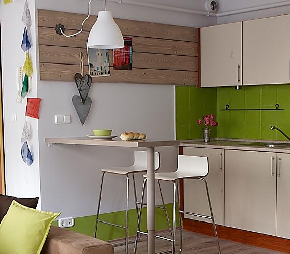 A konyha apró, de praktikus, étkezőrész is található benne.