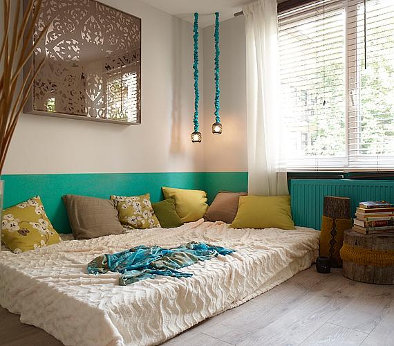 A hálószoba színei jól harmonizálnak, nyugodt hatást keltenek.