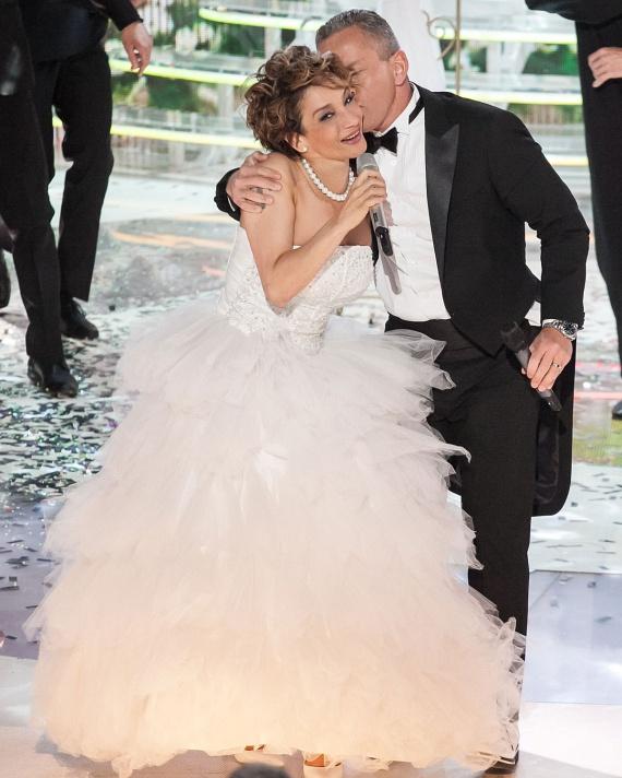 Keresztes Ildikó partnere, Schobert Norbi szerint is gyönyörű menyasszonyként állt színpadra.