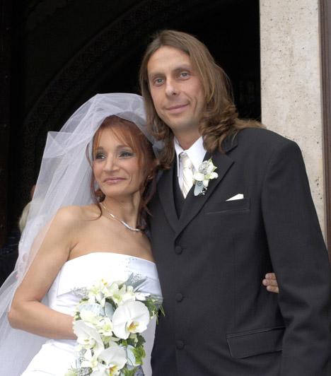 Szerelem  Keresztes Ildikó és Kicska László, az Edda együttes gitárosa húsz év együttélés után, 2007-ben házasodott össze. 2012 nyarán azonban a pár bejelentette, hogy hivatalosan is elvált.    Kapcsolódó cikk: Keresztes Ildikó elvált »
