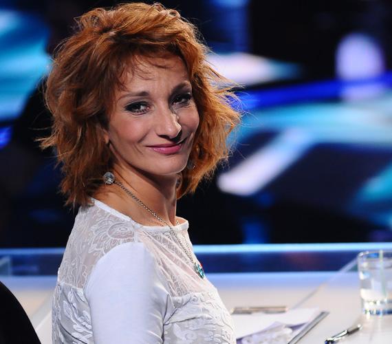 Az X-Faktor nyolcadik élő show-jában ezzel a szélborzolta, vöröses hajjal ült a mentorok székébe.