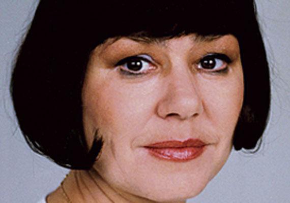Schütz Ila tökéletesnek hitt élete harmadik férje, dr. Török Tamás elvesztésével vett tragikus fordulatot, ráadásul szakmailag is egyre ritkábban mellőzték, ami miatt magánnyal és súlyos depresszióval küzdött. 2002 decemberében 58 évesen gyógyszer-túladagolás következtében hunyt el.