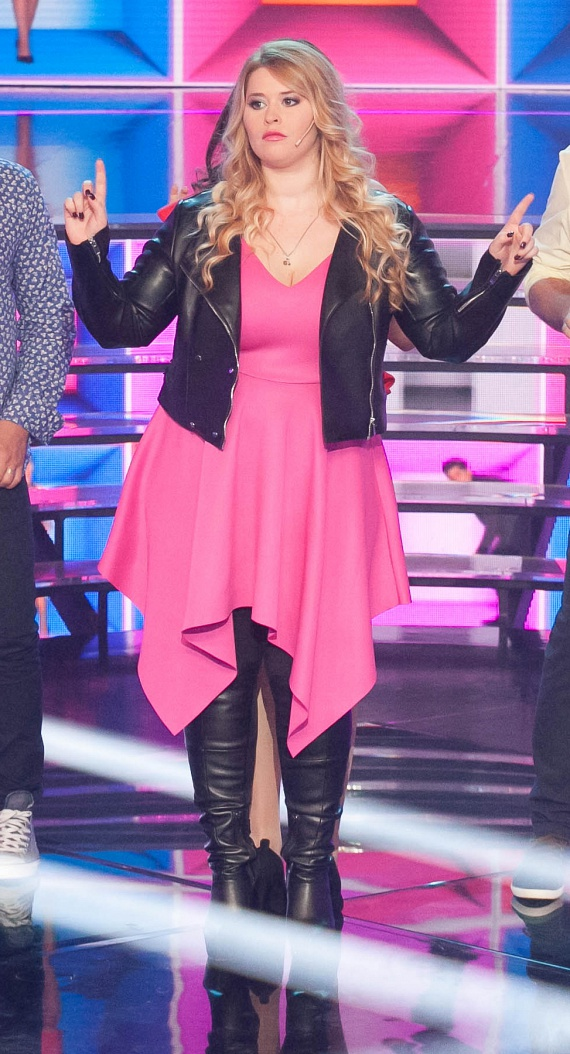 Király Linda 2016 őszén a Sztárban Sztár zenés showműsor adásaiban is pillanatok alatt levett a lábáról mindenkit. - Ha az ember nem 50 kiló, lehet akármilyen jó a szakmájában, lehet akármilyen jó ember, meg fogja kapni, hogy kövér, elhízott, lusta - mondta Király Linda.