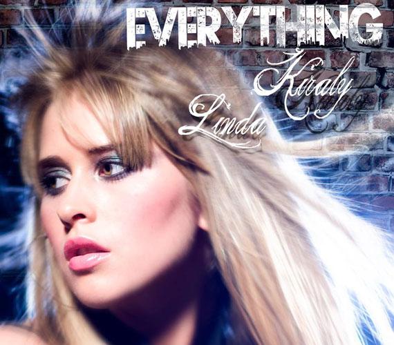 Everything című új dalának online premierjét ma délben tartják. A szám szövegét az 30 éves sztár és édesapja írta.