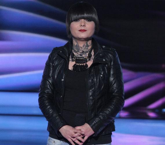 Rúzsa Magdit negyedik fellépőként Oláh Ibolya érintette meg először dalával az este folyamán, Csiszár Jenő pedig azt mondta, az énekesnő erre a pályára született. 34 pontot kapott, végül a nézők szavazták be a középdöntőbe. Az Egy percig sztár című dalát itt hallgathatod vissza »