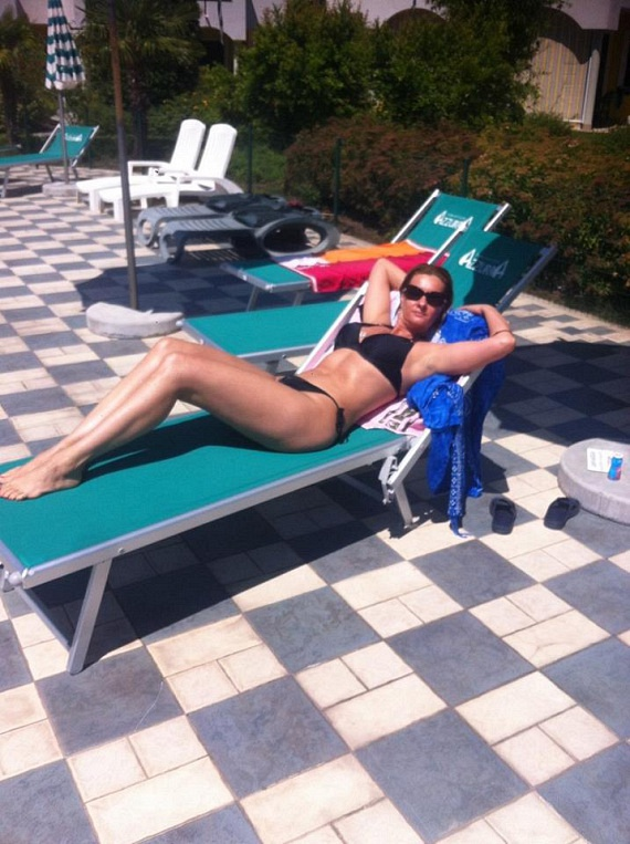 Az Operettszínház sztárja, Janza Kata augusztusban ünnepli a 44. születésnapját, de ezt bikinis fotója alapján nem sokan mondanák meg róla. Jelenleg Németországban pihen, nyaralásáról Facebook-oldalára is posztolt képeket.