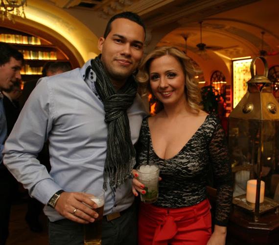 Gombos Edina, a rendezvény moderátora rengeteg érdekességet osztott meg a jelenlévőkkel. Természetesen elmaradhatatlan volt oldaláról kubai származású férje, Alberto.