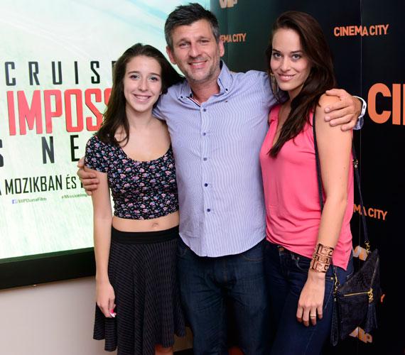 A TV2 műsorvezetője, Kárász Róbert barátnőjével, Rózával és a hasvillantós póló mellett döntő lányával nézte meg a Mission: Impossible-t.