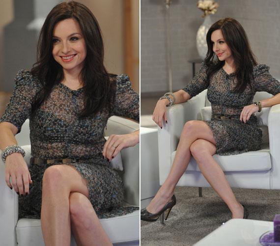 Zséda az áttetsző, apró virágokkal díszített, roppant nőies ruhát Jakupcsek Gabriella talkshow-jának vendégeként viselte.