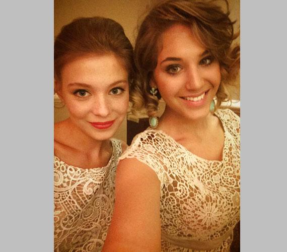 Hanna megformálója, Nyári Dia és a Bokros Lindát alakító színésznő, Munkácsy Kata az idei Story-gálán akaratlanul még össze is öltöztek. Kata már nem szerepel a Barátok köztben, 2014 májusában láthattuk utoljára.