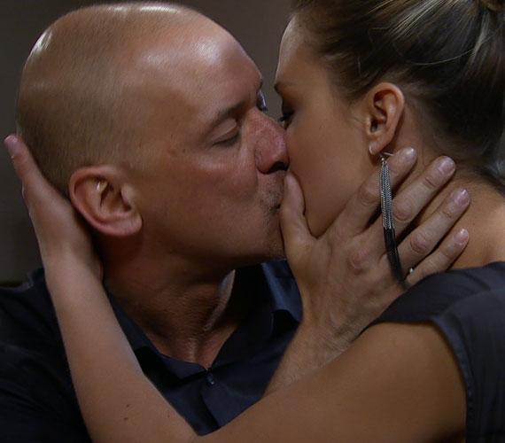 Kiss Ramóna és Szőke Zoltán karaktere ismét csókban forrt össze - de lehet Berényi Miklós múltkori tisztességtelen ajánlata után jövője a kapcsolatuknak?