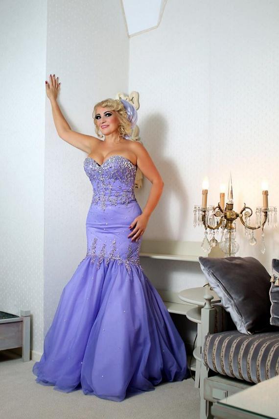 A sorban a 16. naptár témája a barokk és reneszánsz idő, így Kiszel Tünde mindegyik hónapban hercegnőnek érezheti magát.