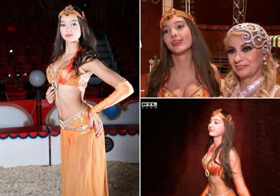 A 14 éves Donatella már egy jó ideje modellkedik, a karcsú, magas lány sok felkérést kap - természetesen édesanyja naptárát ki nem hagyná.