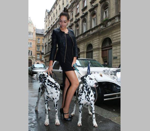 Lánya, a 14 éves Donatella keresett fiatal modell, nem csoda, hogy a rendezvényen ő is részt vett.