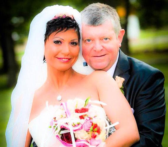 Az 50 éves Besenczi Árpád, a zalaegerszegi Hevesi Sándor Színház igazgatója 2014 nyarán vette feleségül 15 évvel fiatalabb műsorvezető szerelmét. Kornélia az év novemberében hozta világra a színész első gyermekét, Hellát.