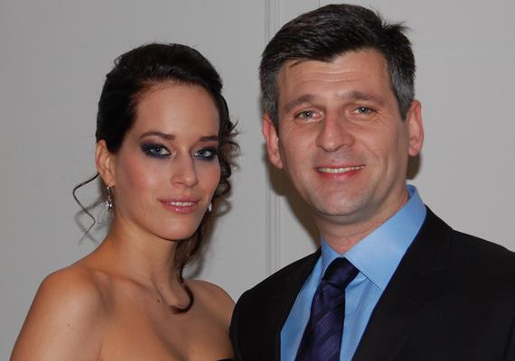 Kárász Róbert 15 évnyi házasságot rúgott fel a Mokka egyik gyakornoka miatt, akivel 2013-ban várhatóan össze is házasodnak.